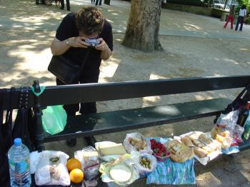 Oddly sattvic lunch photographed by Auntie Suzon in Paris' Jardin de Luxembourg