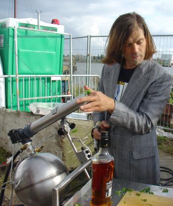 Erik Hobijn loading the Mothuh of all mojito makers