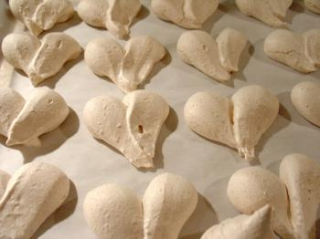 Passover meringues, kosher for Pesach, Debra Solomon, culiblog.org and Marlein Overakker, Wandering Banquets