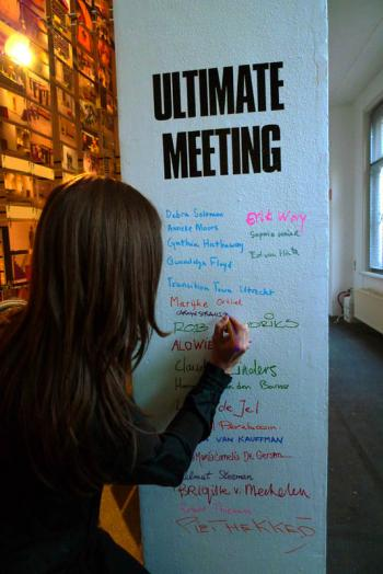 Ultimate Meeting guests sign in at a dinner hosted by Debra Solomon for the Utrecht Manifest, in the Centraal Museum Utrecht. Debra Solomon, culiblog.org