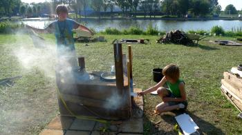 DIY Mmmmuseum of Oven Typologies, kids using a tamped earth oven, Art at the Pool, Sloterparkbad, URBANIAHOEVE Social Design Lab for Urban Agriculture, Debra Solomon